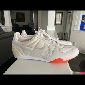 Brand new never worn Nike women's sneakers - 7.5